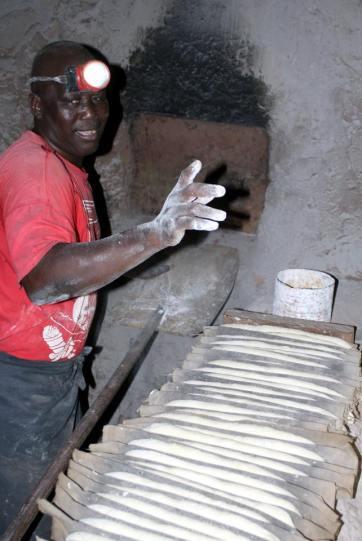 Excursie Gambia Special bezoeken van een tapala (boord) bakkerij